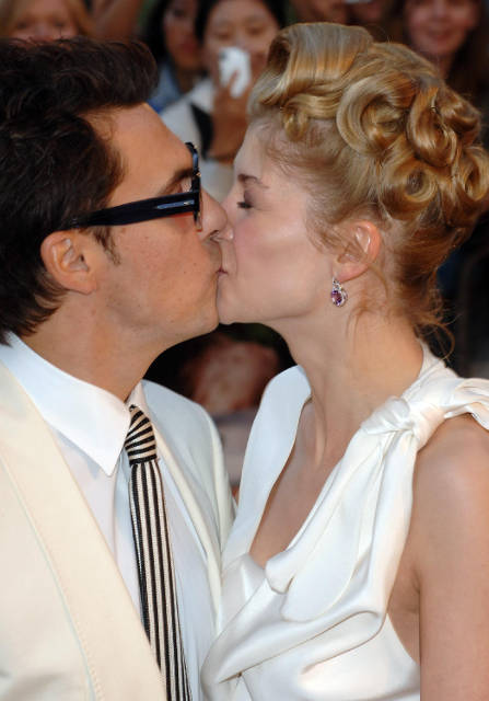 Former boyfriend and girlfriend: Joe Wright and Rosamund Pike (kiss)