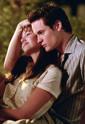 Shane West and Mandy Moore in 'A Walk to Remember'