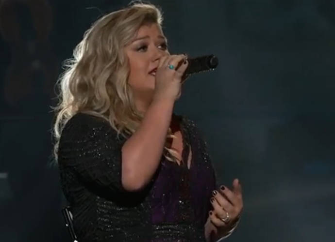 a review of kelly clarksons hit breakaway from america Breakaway is the second studio album by american singer kelly clarkson , released on november 30, 2004, by rca records  the album is a follow-up to her successful debut album, thankful (2003).