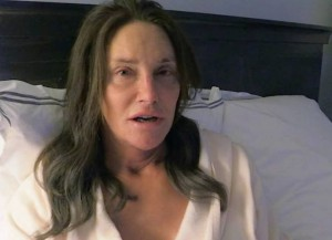 Caitlyn Jenner goes makeup-free in new clip from 'I Am Cait' (Image: E!)
