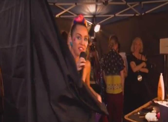Miley Cyrus Suffers Wardrobe Malfunction Hosting 2015 MTV ...