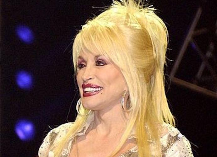 Dolly Parton Christmas Album.Pentatonix Record A Capella Version Of Jolene With Dolly