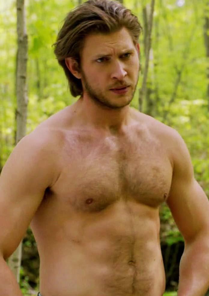 Greyston Holt Goes Shirtless on 'Bitten'