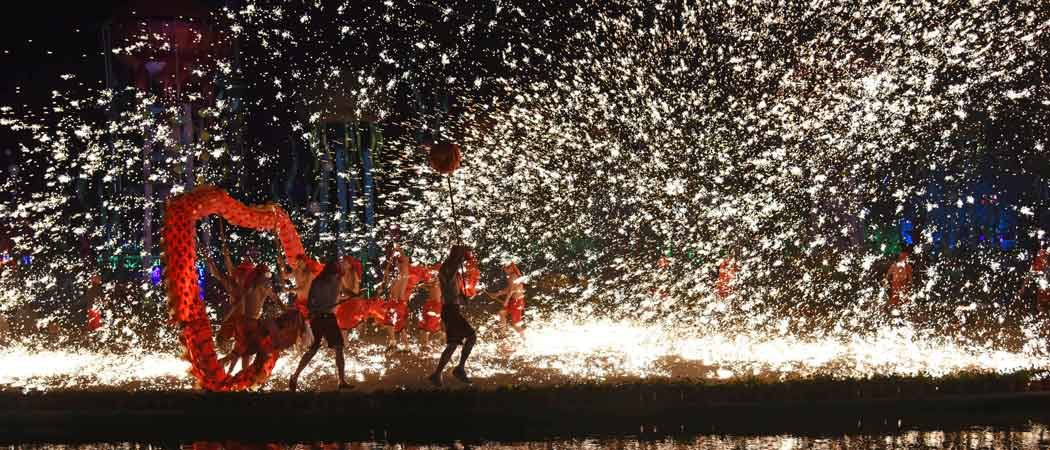 Chinese Artists Celebrate Lunar New Year With Dragon Dance