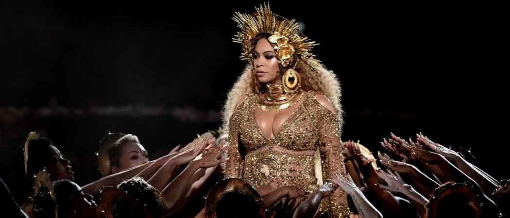 Beyonce Thrills 2017 Grammys With 'Love Drought' & 'Sandcastles' Performance, Wins Best Urban Contemporary Album For 'Lemonade'