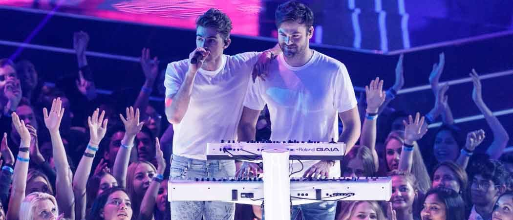 The Chainsmokers Perform With Chris Martin At iHeartRadio Music Awards Sunday