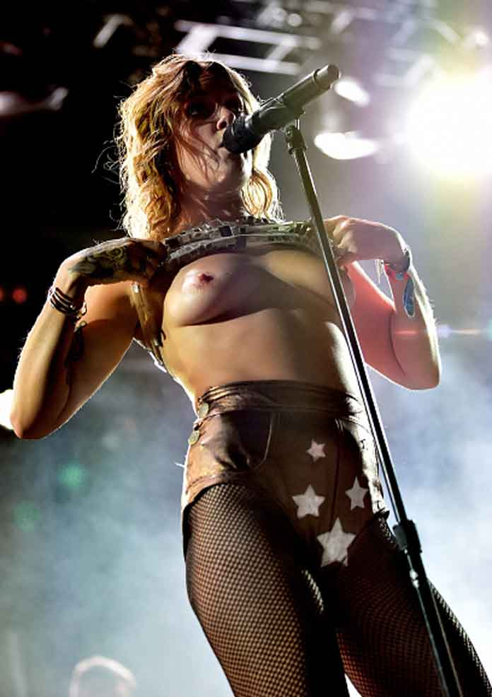 Tove Lo Nude: Singer flashes breasts at Coachella