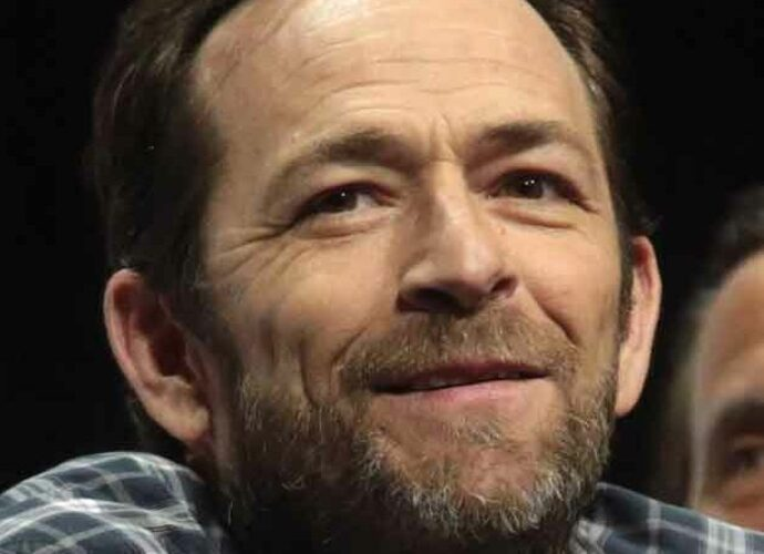 Luke Perry Is Finally Commemorated With 'Riverdale' Funeral [Video]
