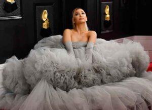 Ariana Grande Wears 20-Foot Wide Grey Giambattista Valli Gown To The Grammys! (Photo: Getty)
