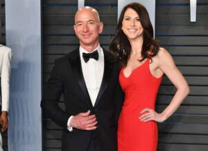 BEVERLY HILLS, CA - MARCH 04: Jeff Bezos (L) and MacKenzie Bezos attend the 2018 Vanity Fair Oscar Party hosted by Radhika Jones at Wallis Annenberg Center for the Performing Arts on March 4, 2018 in Beverly Hills, California.