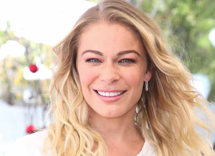 Leann Rimes Poses Nude To Mark World Psoriasis Day [Photos]