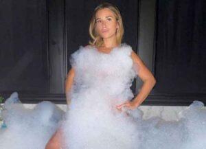 Jessie James Decker Sexy Bubble Bath Photo Gets Socials Media Backlash