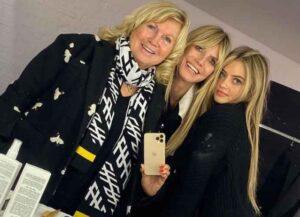 Heidi Klum Poses For Selfie With Daughter Leni Klum & Mom Erna