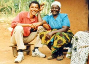 Mama Sarah with a young Barack Obama (Image: Twitter)