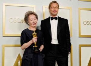 """LOS ANGELES, CALIFORNIA - APRIL 25: (L-R) Yuh-Jung Youn, winner of Best Actress in a Supporting Role for """"Minari,"""" poses with Brad Pitt in the press room at the Oscars on Sunday, April 25, 2021, at Union Station in Los Angeles. (Photo by Chris Pizzello-Pool/Getty Images)"""