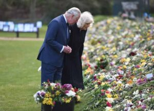 LONDON, ENGLAND - APRIL 15: Prince Charles, Prince of Wales and Camilla, Duchess of Cornwall visit the gardens of Marlborough House, London, to view the flowers and messages left by members of the public outside Buckingham Palace following the death of the Duke of Edinburgh, on April 15, 2021 in London, England. (Photo by Jeremy Selwyn - WPA Pool/Getty Images)