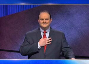 'Jeopardy' contestant Kelly Donohue makes 3 finger gesture (Image: YouTube)