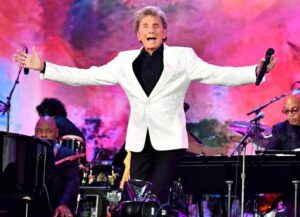NEW YORK, NEW YORK - AUGUST 21: Barry Manilow performs onstage during We Love NYC: The Homecoming Concert Produced by NYC, Clive Davis, and Live Nation on August 21, 2021 in New York City. (Photo by Jeff Kravitz/Getty Images for Live Nation)