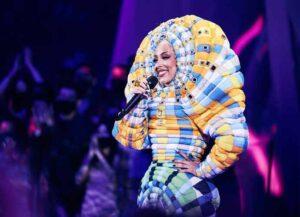 NEW YORK, NEW YORK - SEPTEMBER 12: Doja Cat speaks onstage during the 2021 MTV Video Music Awards at Barclays Center on September 12, 2021 in the Brooklyn borough of New York City. (Photo by John Shearer/MTV VMAs 2021/Getty Images for MTV/ViacomCBS)