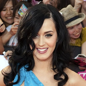 """Katy Perry Performs """"Roar"""" And """"Walking On Air"""" On 'Saturday Night Live'"""