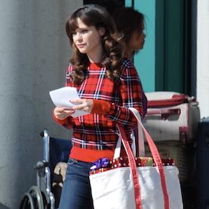 Zooey Deschanel Films 'New Girl' Holiday Episode In Los Angeles