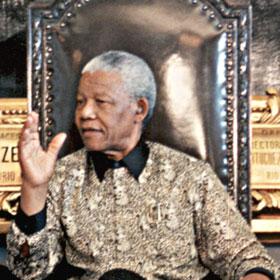 Nelson Mandela Remains Hospitalized, Battling Lung Infection