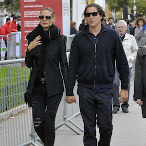 Heidi Klum Heads Out In Paris With Vito Schnabel, Sports Gold Ring