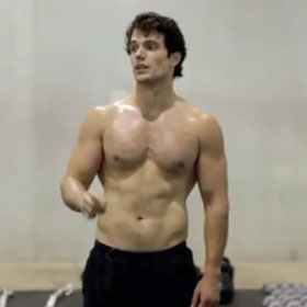 Henry Cavill Shirtless In 'Man Of Steel' Workout Video