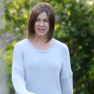 Jennifer Aniston Says It Was 'Liberating' Going Makeup Free In 'Cake'