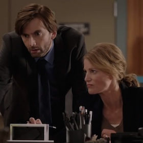 'Gracepoint' Premiere Review: Anna Gunn And David Tennant Run The Show